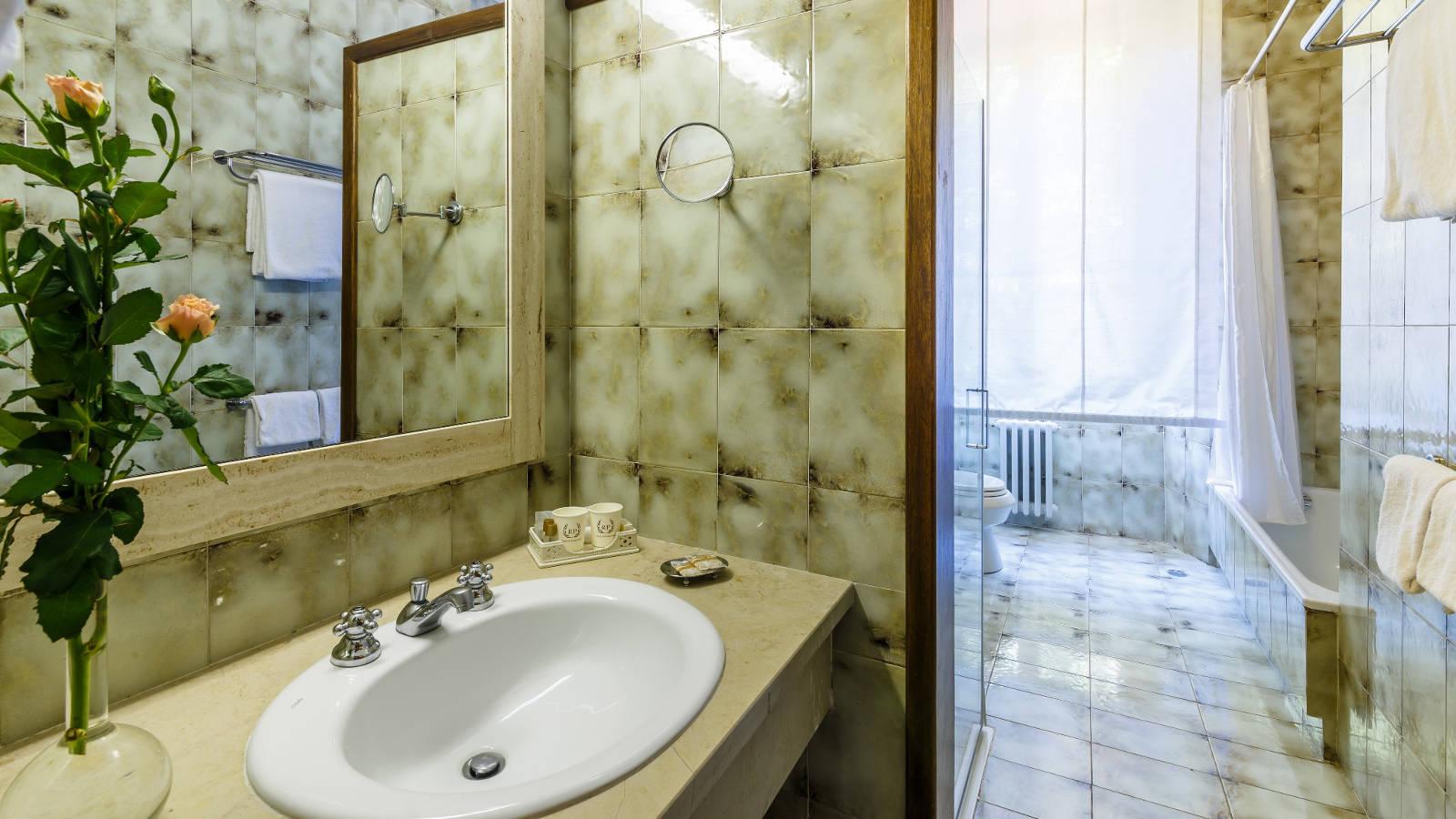 Camere hotel villa delle rose rp hotels - Bagno alla francese ...