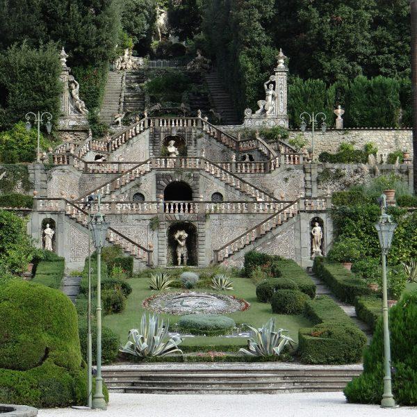 garden-of-villa-garzoni-517111_1920